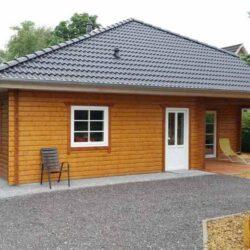 Holzhaus-mit-Walm-008