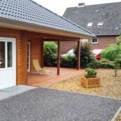 Holzhaus-mit-Walm-009