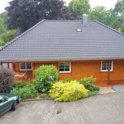 Holzhaus-mit-Walm-011